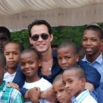 Marc-Anthony-y-niños-del-Orfanato